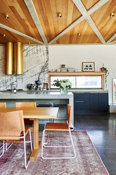 Open-plan kitchen wi