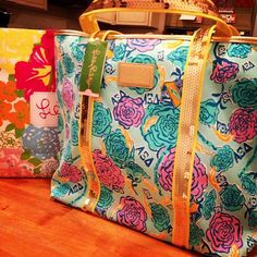 AXiD Lilly bag. Love that print!