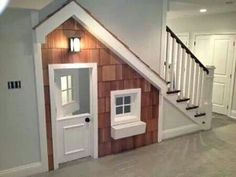 A play house built in under the stairwell! What a great idea for those with kids. A play house built in under the stairwell! What a great idea for those with kids that want to have Under Stairs Playhouse, Room Under Stairs, Kids Indoor Playhouse, Build A Playhouse, Basement Stairs, Basement Bathroom, Basement Ceilings, House Stairs, Playhouse Ideas
