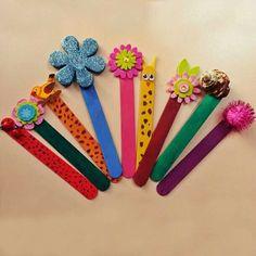 Dondurma çubukları ve boyama kalemleri ile kendinize özel kitap ayraçları yapabilirsiniz //