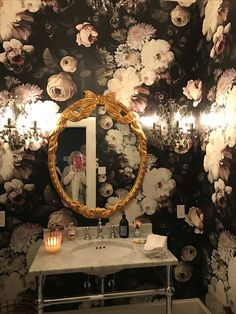 don't use floral mirror with this wallpaper - overkill