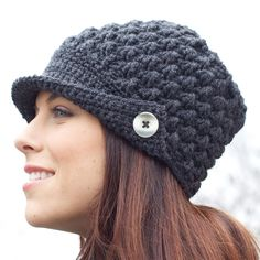 Sport that cool, vintage look with this sharp peaked cap, made with Patons Canadiana yarn. Mens Beanie Crochet Pattern, Crochet Newsboy Hat, Knitted Headband, Crochet Border Patterns, Chunky Knitting Patterns, Crochet Scarves, Crochet Clothes, Crochet Hats, Crochet Crowd