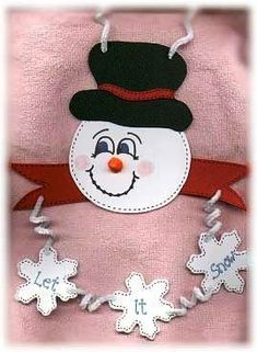 snowman crafts ideas for kids, preschoolers and adults. Homemade snowman crafts to make and sell. Fun and easy snowman projects, patterns. How to make snowmen using clay, paper, felt. Christmas Swags, Kids Christmas, Christmas Crafts, Christmas Ornaments, Christmas Patterns, Foam Crafts, Arts And Crafts, Craft Foam, Snowman Crafts