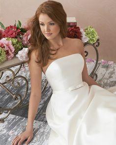 アクア・グラツィエがセレクトした、VICTORIANI COLE(ヴィクトリア ニコル)のウェディングドレス、VN1406をご紹介いたします。