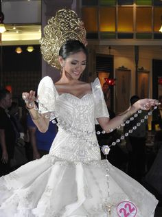 Traditional Gowns, Traditional Clothes, Modern Filipiniana Dress, Filipino Fashion, Philippines Culture, Khmer Wedding, Asian Bride, Pageant Gowns, Beauty Queens
