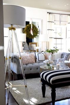 For many people, decorating for Christmas can prove to be a bit difficult. This is where we come in to give tips and ideas to make your holiday more festive. Elegant Home Decor, Elegant Homes, Cheap Home Decor, Diy Home Decor, Diy Living Room Decor, My Living Room, Christmas Living Rooms, Home Decor Inspiration, Decor Ideas