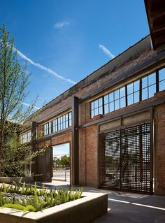 Hughes Warehouse Adaptive-Reuse / Overland Partners | ArchDaily