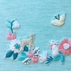 『annasの草花と動物のかわいい刺繍』(河手書房新社)より この図案が一番、刺繍されているのをよく見ます。 リングピローとか、ウェルカムボードとか、お子さんの服とか。もちろん、自分用の巾着やハンカチにも。 ・ ・ #刺繍 #ウサギ #うさぎ #シカ #鹿 #ちょうちょ #embroidery #embroidered #needlework #手芸 #ステッチ #stitching #刺しゅう #暮らしを楽しむ #ハンドメイド #자수 #вышивка #broderie #ししゅう #日々 #手作り #ハンドメイド #手芸 #ハンドメイド #刺繡 #ほっこり #刺繍部 #ハンドメイド部