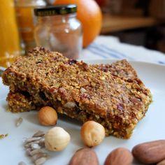 spiced fruit, nut and seed porridge bars #granolabars #oatmealbars #porridgebars #fruit #nuts #seeds #recipe
