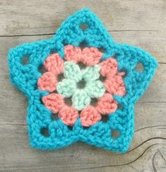 This Granny Star Crochet pattern / tutorial PDF file is just one of the custom, handmade pieces you'll find in our shops. Crochet Star Patterns, Crochet Stars, Crochet Motifs, Christmas Crochet Patterns, Crochet Flowers, Free Heart Crochet Pattern, Point Granny Au Crochet, Granny Square Crochet Pattern, Blanket Crochet