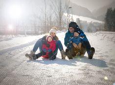 Fernab von Skipisten, zeigt sich der Bregenzerwald von seiner schönsten Winterseite. Klare Luft, romantische Wälder und verschneite Wege, sind der perfekten Ausgleich zum Winter auf der Skipiste. Brazil, Wonderland, Couple Photos, Winter Vacations, Ski, Nice Asses, Couple Shots, Couple Photography, Couple Pictures