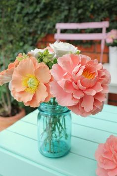 This would be so easy to DIY for a bridal shower or wedding. Love the blue mason jar with the peachy pink flowers! #centerpieces