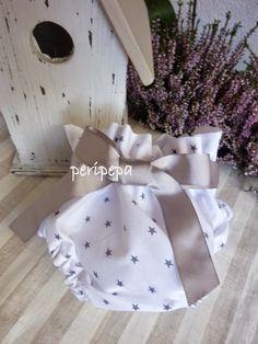 cubrepañal tela estrellas Kurti Designs Party Wear, Heirloom Sewing, Baby Makes, Newborn Outfits, Baby Crafts, Smocking, Doll Clothes, Merida, Holiday Decor