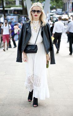 Blanco y piel en el #streetstyle de la #NYFW    Credit: Raydene Salinas