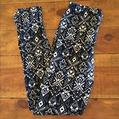Motif Print Leggings Motif Print Leggings in black and cream. Made in Mexico. Never worn, new without tags. Nollie Pants Leggings
