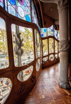 Casa Batlló by Antoni Gaudi in Barcelona, Spain Barcelona Architecture, Art Nouveau Architecture, Amazing Architecture, Art And Architecture, Great Buildings And Structures, Modern Buildings, Casa Gaudi, Antonio Gaudi, Art Nouveau Design
