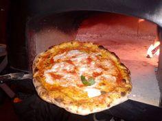 Infornando nel #ziociro #subitocotto #pizza # pizze#pizzaoven #fornoalegna #ovens #oven #forno