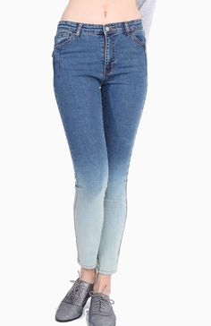 These skinny jeans should belong in every girl's closet! Flattering and slim cut, this pair of skinny jeans features a ombre / dip dye effect.  Available in sizes S to L.  Material: Stretch thick cotton blend