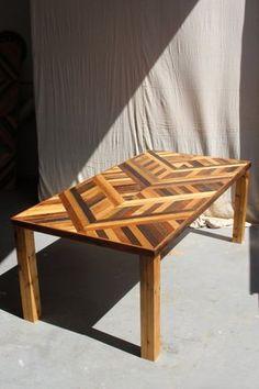 Artículos similares a Reclamado la plataforma y granero madera mesa de comedor con patas de madera de estilo Parson - patrón de Noctua en Etsy