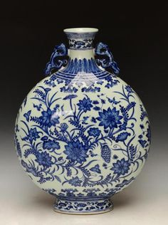 A Top Grade Chinese Qing Dynasty Blue and White Porcelain Vase with Yongzheng Mark, Size: Blue And White China, Blue China, Porcelain Vase, Fine Porcelain, Art Nouveau, White Dragon, Chinese Ceramics, Chinese Antiques, Antique China