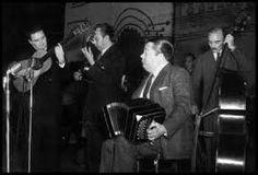 """Rob erto Grela, integrando junto a Anibal Troilo y el virtuoso bajista Enrique """"Quicho"""" Diaz, el que fué famoso cuarteto."""