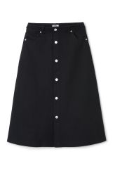 <p>The One Skirt is an A-lined denim skirt that hits just below the knees. A high waist creates a flattering silhouette while the front panel with metal buttons and raw cut edges on the waist pockets add some playful details. <br /><br />-Size 38 measures 74 cm in waist circumference and 37 cm in back length.</p>