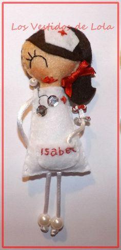 Enfermera broche personalizada https://www.facebook.com/pages/Los-Vestidos-De-Lola/1480366015571248?fref=ts http://luciamd85.blogspot.com.es/