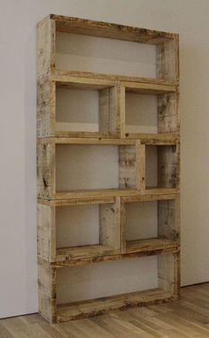 unusual homemade bookcases | Reutilizando a madeira dá para fazer uma estante.