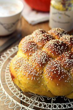 Challah, Hamburger, Pumpkin, Bread, Food, Sweet Treats, Pumpkins, Breads, Baking