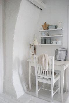 Julias Vita Drömmar Nordic Home, Scandinavian Interior, Workspace Inspiration, Room Inspiration, Swedish Decor, Shabby Chic, Simple Desk, Home Board, Large Homes