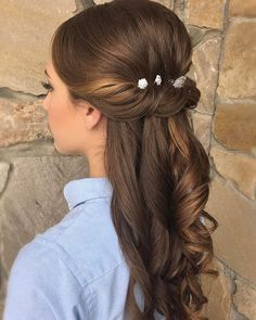 Twists and how it looks by the ear but a bit too sleek for me