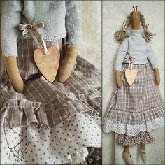 """Тильда принцесса кайя купить недорого в интернет магазине товаров ручной работы  HandClub.ru  Кукла в стиле Тильда, ее зовут принцесса Кайя. Куколка сшита из тильда-ткани для тела, 100% хлопка (Германия), флиса, фетра.""""Настоящая"""" тильдо-корона, винтажные бусины, сердечко из дерева (съемное), тонированное золотым и бронзовым акрилом... ПРОДАНА Сзади есть петелька для удобства использования в интернете."""