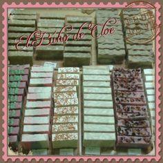 Curación de los jabones de aceite!! Como nos gusta contemplarlos!! #handmadesoap #handmade #soap #oilsoap #saponificación #saponification #jabón #jabonesartesanales #jabonartesanal #jabonesdeaceites #regalos #xaboiak #artesania #elbuhodecloe