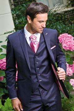 Johann : costumes, redingotes et accessoires pour un marié prime stylish Mens Tuxedo Suits, Blue Suit Men, Ball Dresses, Ball Gowns, Dresses With Sleeves, Wedding Men, Wedding Suits, Costume Marie Bleu, Costume Bleu Marine
