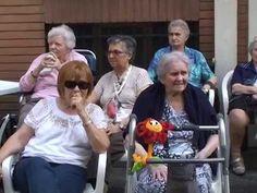 Novara: karaoke tra gli anziani