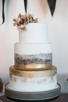 mixed metals for wedding cake