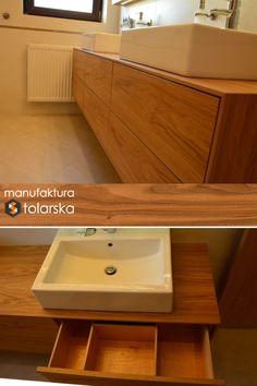 Wood & bathroom & natural. Made in Poland. Manufaktura stolarska 2017. Meble łazienkowe muszą charakteryzować się nie tylko świetny designem ale także odpornością na wilgoć - o czym wielu z nas zapomina! Nowoczesny wystrój łazienek ocieplają drewniane meble. Biel sprawia, że pomieszczenie staje się optycznie większe. Całość kompozycji nadaje łazience stylowego wyglądu. #design #wood #furniture #bathroom #flat #home #natural #sink #drewno #stolarz #szafka #biała #łazienka #szuflada