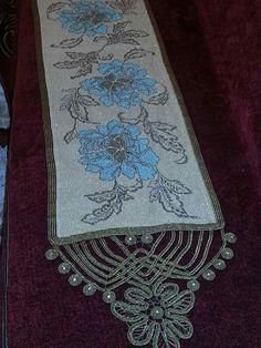 Απο κ.Vera Mperou Romanian Lace, Point Lace, Needlepoint, Bohemian Rug, Decorative Boxes, Cross Stitch, Diy Crafts, Rugs, Minka