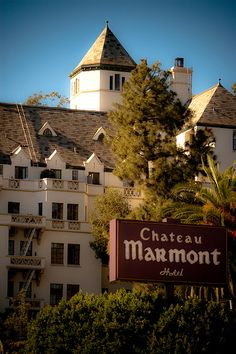 Chateau Marmont Hotel (opened Los Angeles, CA. California Dreamin', Los Angeles California, Hollywood Hills, West Hollywood, Chateau Marmont Los Angeles, Great Places, Places To Go, Laurel Canyon, Beautiful Hotels