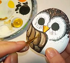 Use Craft Paint To Paint An Owl On A Smooth Rock Mandala Painted Rocks, Painted Rocks Craft, Hand Painted Rocks, Craft Paint, Rock Painting Patterns, Rock Painting Ideas Easy, Rock Painting Designs, Pebble Painting, Pebble Art