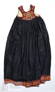 Livstakk - Norsk Institutt for Bunad og Folkedrakt / DigitaltMuseum Antique Clothing, Folk Clothing, Folk Costume, Costumes, Thinking Day, Ukraine, Folk Art, Traditional, Summer Dresses
