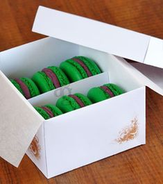 Boîte à gourmandises « Spéciale Macarons » pour cadeau gourmand – Explications & gabarit