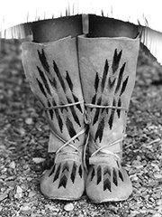 Plains Indian Hightop Moccasin Pattern Eagle's View Patterns,http://www.amazon.com/dp/B0018JLGHI/ref=cm_sw_r_pi_dp_opThtb1SHE3BPMDQ