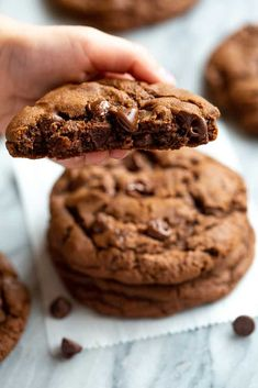 Huge, thick and chewy cookies are all the rage right now and these double Chocolate Cookies fit the bill as the BEST chocolate cookies ever! We've been loving extra large cookies right now and we are adding this to our list of favorites that include Jumbo Jumbo Chocolate Chip Cookie Recipe, Double Chocolate Chip Cookies, Peanut Butter Cookie Recipe, Chocolate Chip Recipes, Biscuits Double Chocolat, Chocochip Cookies Recipe, Tea Cakes, Choco Chips, Crack Crackers