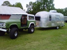 Ford Bronco - love the trailer to!!