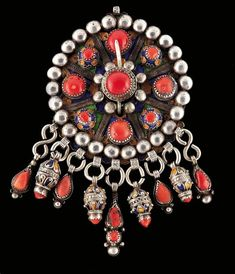 Africa | Silver, coral and enamel Tabzimt Fibula. Algeria, Grand Kabylie region of Beni Yeni | 500 € ~ sold