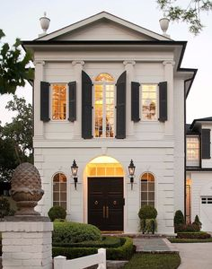 Benjamin Moore Simply White Exterior paint on luxury Houston symmetrical home.