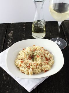 Risotto with Truffle Oil & Crispy Prosciutto - Cake 'n Knife Cocina Light, Tasty Dishes, I Love Food, Truffles, Italian Recipes, Food And Drink, Cooking Recipes, White Truffle, Risotto