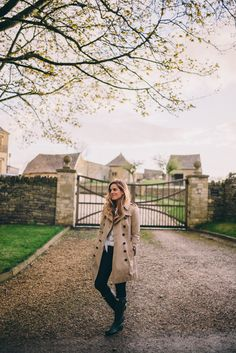 Gal Meets Glam Exploring the Cotswolds - Burberry trench, J.Crew jeans, and Hunter Boots