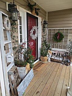 Decorate the porch with unexpected accessories outside as you would indoors.